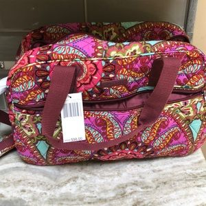 VERA BRADLEY COMPACT TRAVELER RESORT MEDALLION NEW
